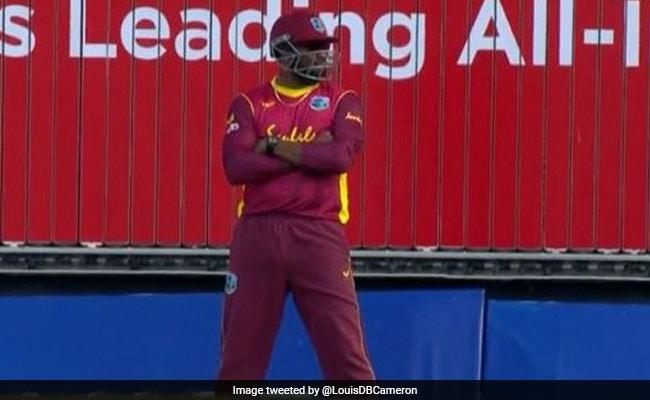 West Indies vs Australia मैच में पोलार्ड ने कर डाली ऐसी हरकत, फैन्स भी रह गए हैं दंग