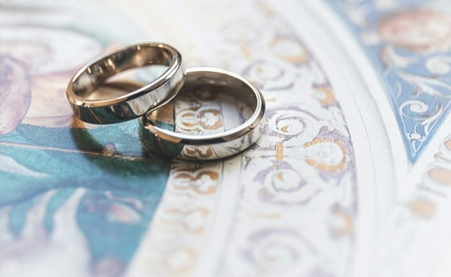 In French First, Same-Sex Protestant Pastors Get Married