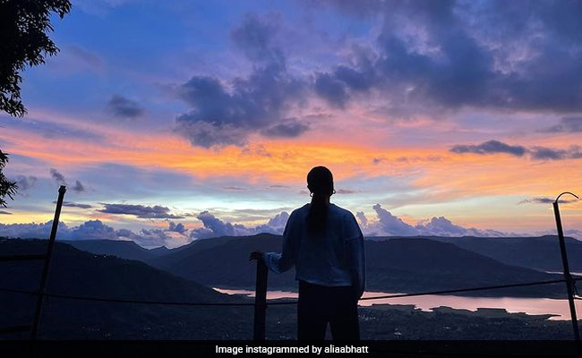 The Internet Is Busy Guessing Who Clicked This Pic Of Alia Bhatt