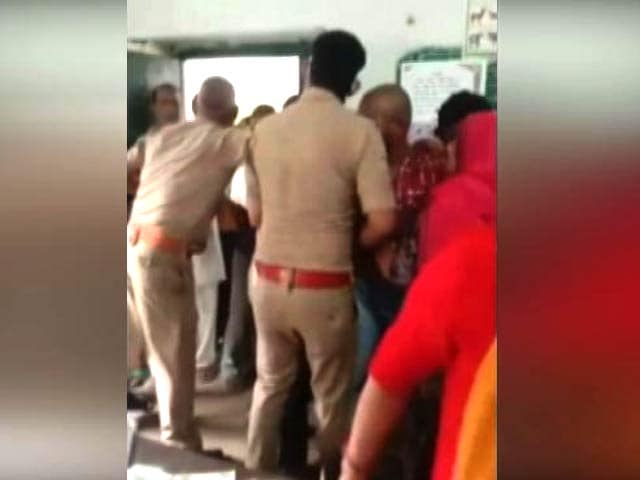 Video : UP Man Dies By Suicide After Vaccine Centre Brawl, Case Against 5 Cops