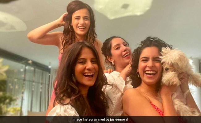 'Himesh Reshammiya Fans In The House': Radhika Madan And Sanya Malhotra's Pataakha Moves Set The Floor On Fire