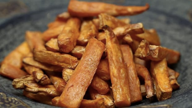 Don't Throw Away Potato Peels, Make Crispy Chips With Them In Just 20 Minute
