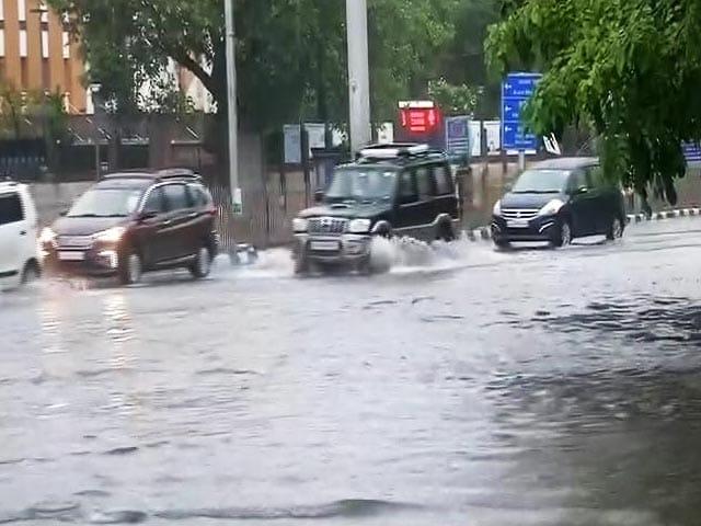 Video : Heavy Overnight Rain In Delhi Causes Waterlogging