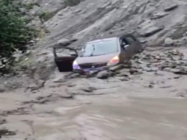 Video : Car Gets Stuck Amid Flash Floods In J&K's Doda