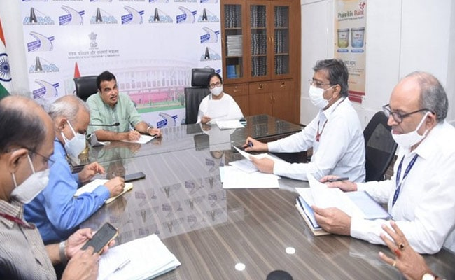 Mamata Banerjee Meets Nitin Gadkari; Discusses Infrastructure Projects In Bengal