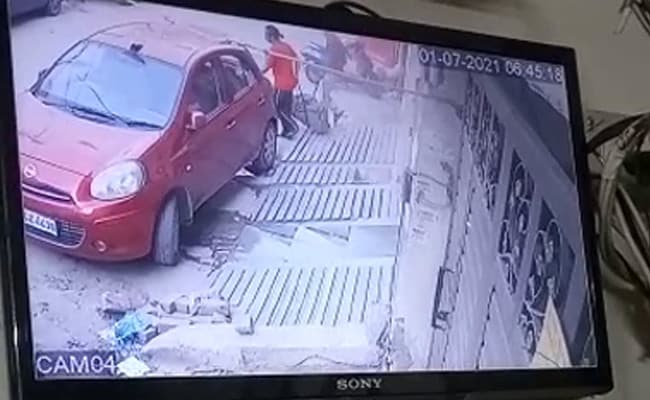 On CCTV, Couple Moves Bags With Delhi Woman's Chopped Body Inside