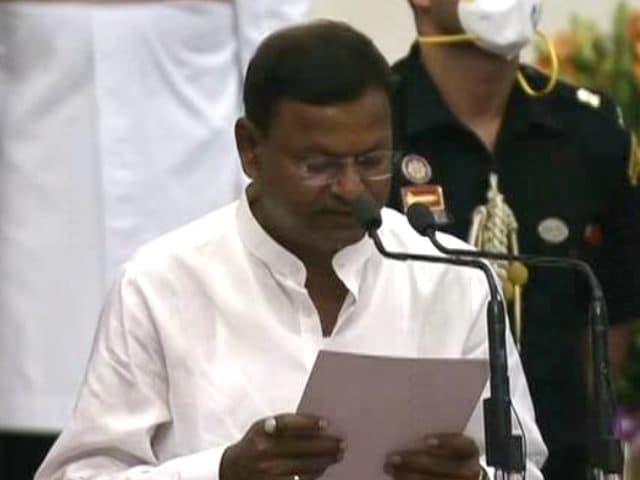 Video : Modi Cabinet 2.0: Pankaj Choudhary Takes Oath As Cabinet Minister