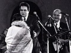 Can You Guess The Other Legend In Anupam Kher's Throwback Pic With Dilip Kumar?