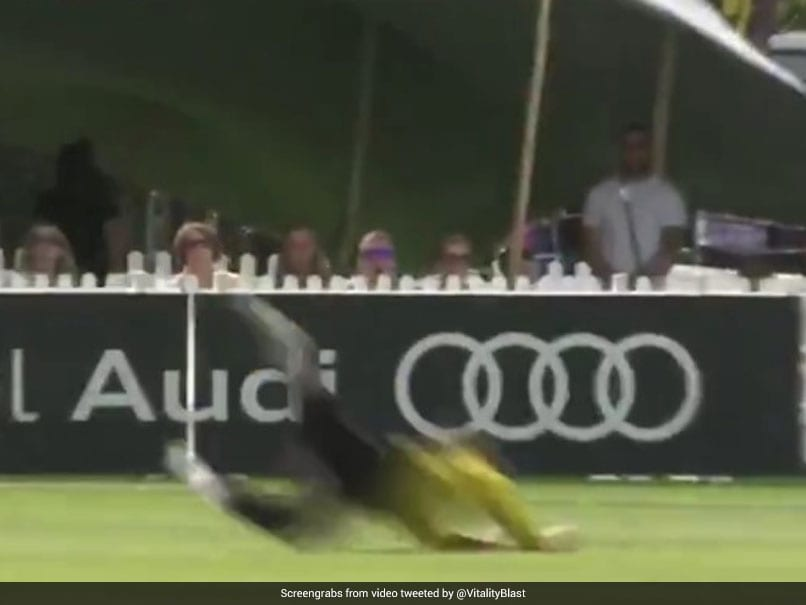 """Watch: New Zealands Glenn Phillips Takes A """"Worldie"""" Catch At T20 Vitality Blast"""
