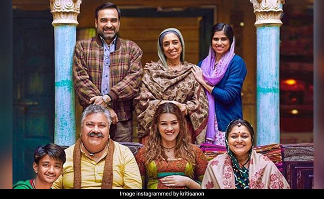 Meet Mimi's 'Parivaar': Kriti Sanon On Working With Pankaj Tripathi, Supriya Pathak And Others