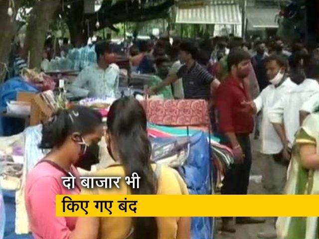 Video : दिल्ली: कोरोना नियमों का पालन नहीं करने पर 12 दुकानों पर कार्रवाई