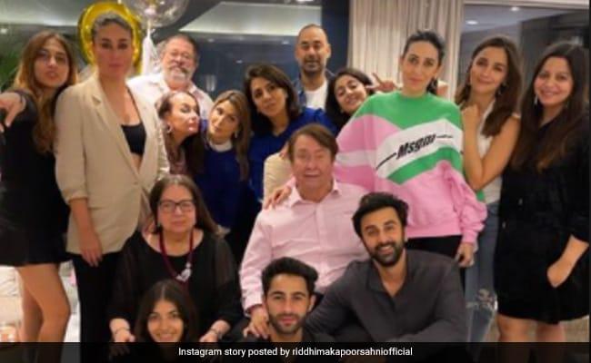 Inside Neetu Kapoor's Birthday Celebrations With Kareena, Ranbir And Other Kapoors. Bonus - Alia Bhatt