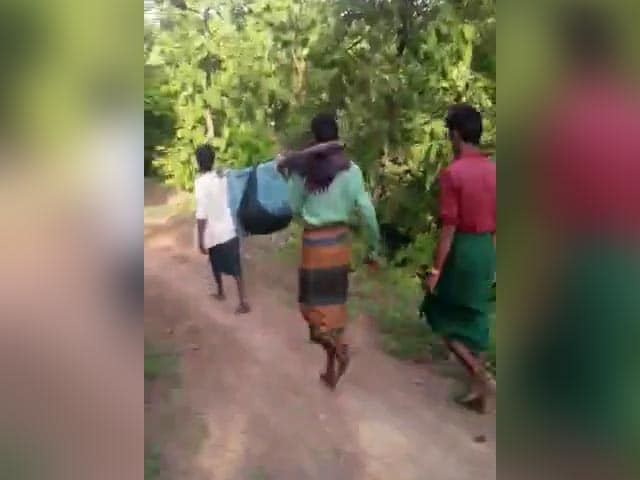 Video : Watch: Pregnant Woman Carried Like This For 8 km In Madhya Pradesh