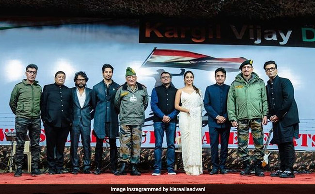Sidharth Malhotra, Kiara Advani And Team Shershaah Spend The Evening Of Kargil Vijay Diwas With The Indian Army. See Pic