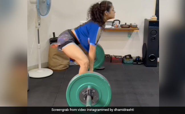 Drashti Dhami Nails 55 Kgs Of Sumo Squat Deadlift And Gets 'Superb' Reactions From Mouni Roy, Karan V Grover And Other Celebs