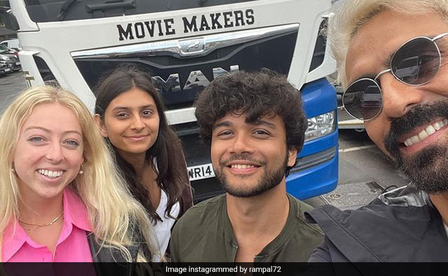 अर्जुन रामपाल बेटी माहिका और उनके दोस्तों के साथ लंदन में करते दिखे मस्ती, वायरल हुईं Photos