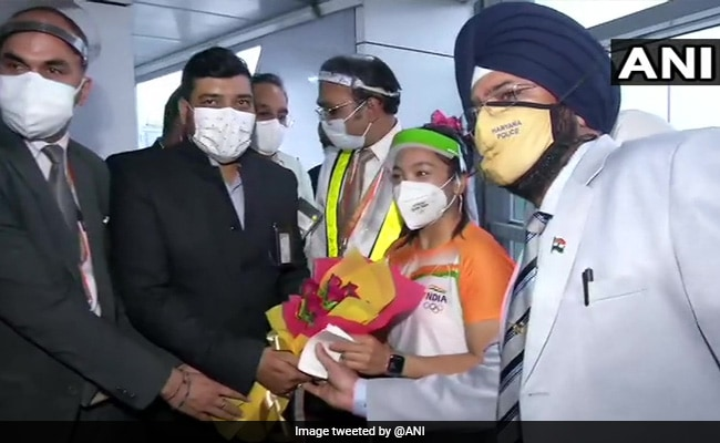 Mirabai Chanu received a grand welcome on her return to the country, the entire airport resonated with Bharat Mata Ki Jai  watch Video
