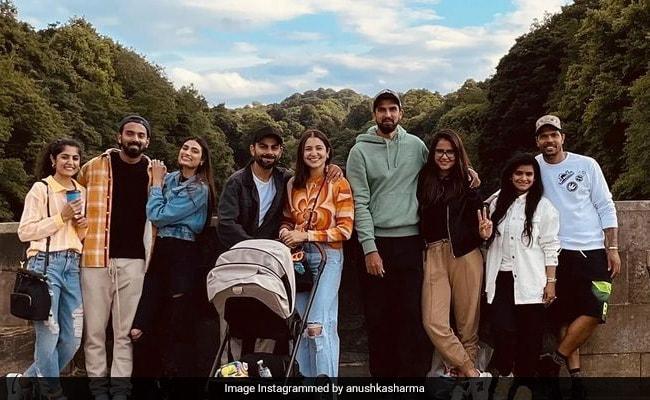 'Dur'Hum' Saath Saath Hai': Count The Celebs In Anushka Sharma's Pic From England