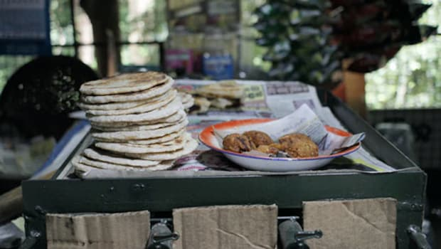 Indian Cooking Tips: How To Make Kashmiri Tandoor Roti Without Tandoor (Recipe Inside)