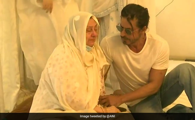 After Dilip Kumar's Death, Shah Rukh Khan, Anil Kapoor, Dharmendra And Others Visit Saira Banu