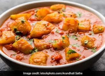 This Delicious Kerala-Style Aloo Curry Will Amp Up Your Table In Just 30 Minutes