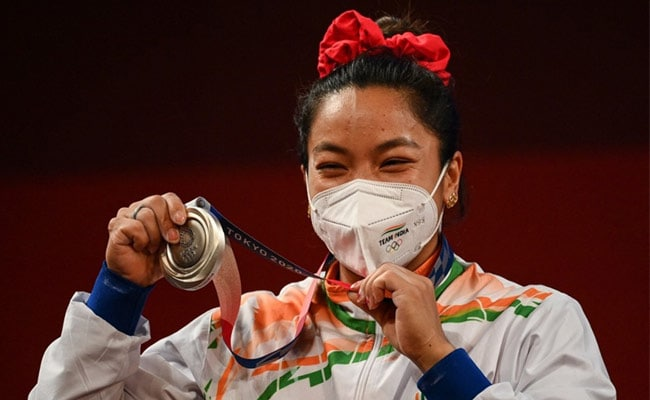 Mirabai Chanu Wins First Medal for India at Tokyo Olympics, Gets Silver In Women's 49kg Weightlifting : Olympics News
