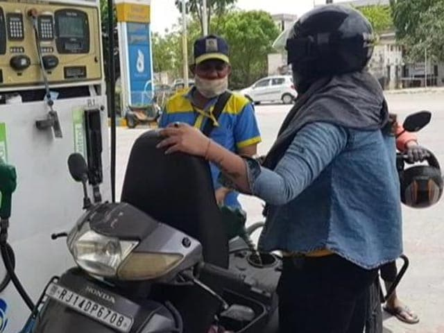 Video : Fuel Prices Touch New Highs; Petrol Crosses Rs. 100 Per Litre Mark In Delhi