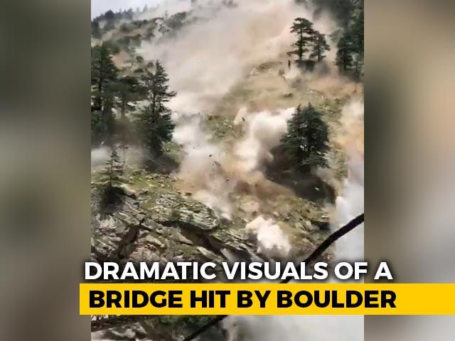 Video : Video: Himachal Bridge Hit By Boulders Rolling Down Hill, 9 Tourists Dead