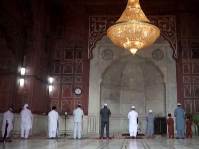 Video : Eid-ul-Adha: People Offer Namaz At Delhi's Jama Masjid Amid Covid Protocols