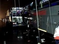 बाराबंकी में खराब खड़ी बस में ट्रेलर ने मारी टक्कर, सड़क पर सो रहे 18 मजदूरों की दर्दनाक मौत