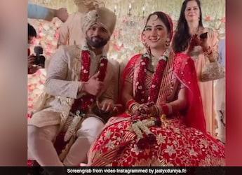 Rahul Vaidya and Disha Parmar's 5-Tier Wedding Cake Was A Classy Affair!