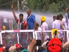 Water Cannons Used On AAP Workers Protesting At Amarinder Singh's House