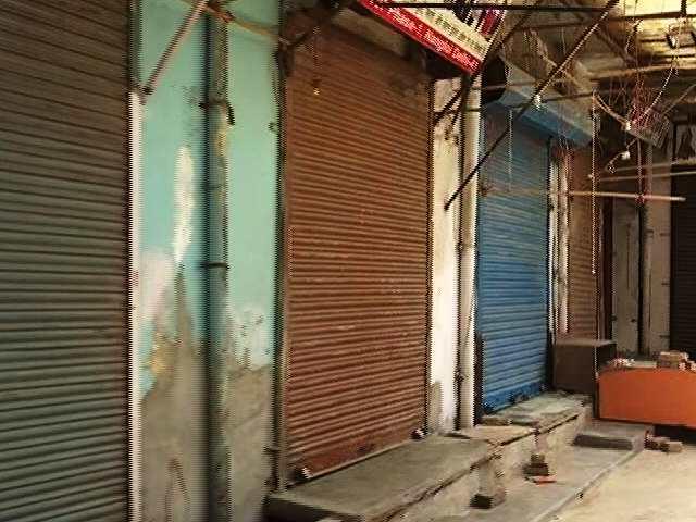 Video : 2 Key Delhi Markets Shut Over Covid-Rule Violations