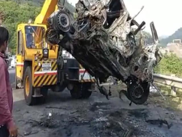 Video : On Camera, Truck Runs Over Hyundai i10 On Mumbai-Pune Expressway, 3 Dead