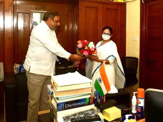 Video : Mamata Banerjee Meets Kamal Nath, Anand Sharma In Delhi