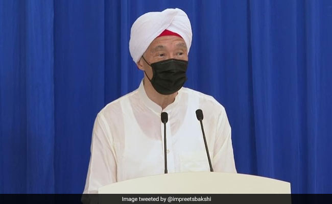 Singapore PM Wears Turban, Greets Sikh Community With 'Sat Sri Akaal'