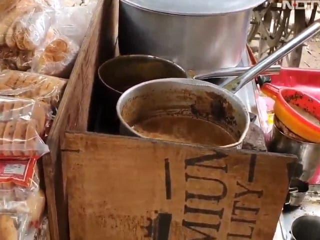 Video : Lucknow Tea Seller Faces Double Headache Of Hike In LPG, Milk Price