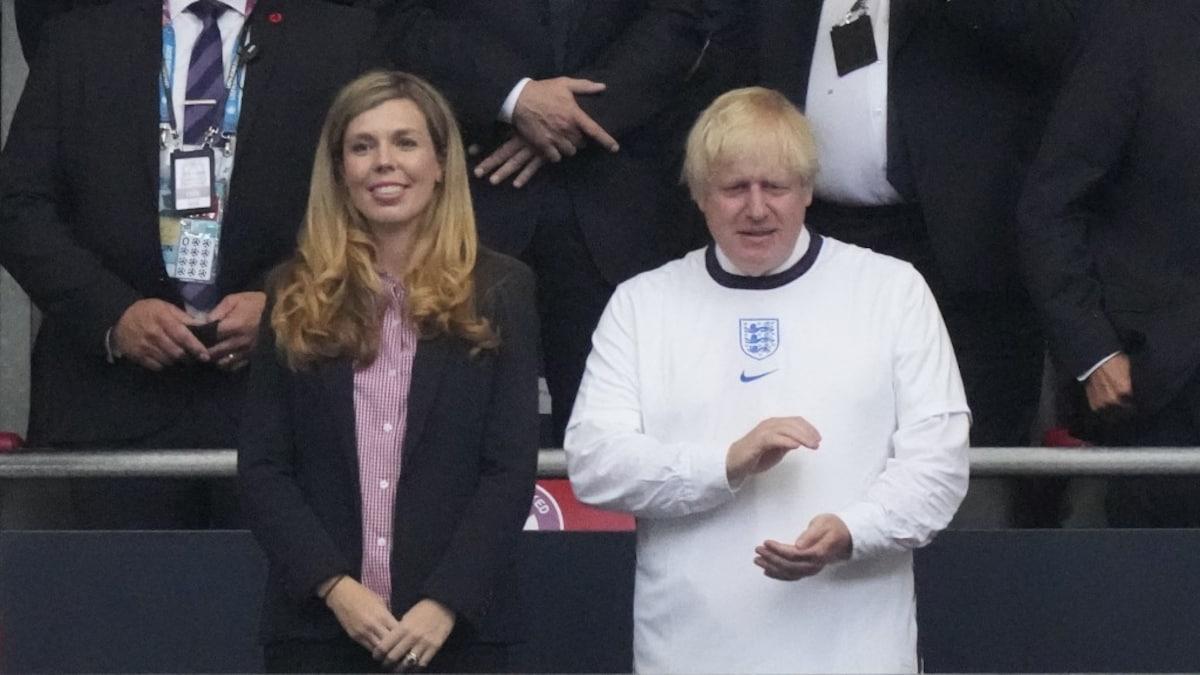 Boris Johnson announces stadium ban for footballers attacking race |  Football news