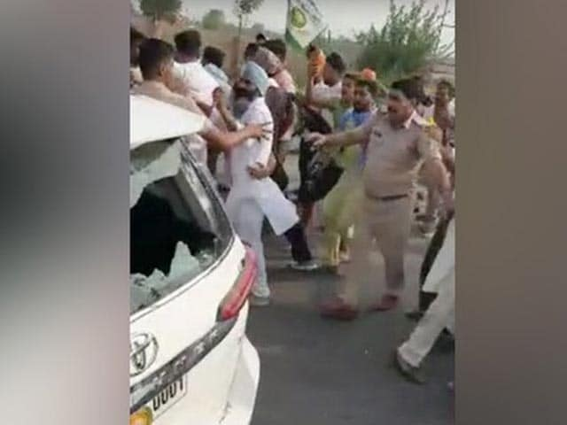 Video : 100 Farmers Face Sedition Case After Allegedly Attacking BJP Leader's Car