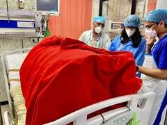 फरीदाबाद में लड़की पर पति ने फेंका तेजाब, चेहरा झुलसा, पीड़ित से मिलने पहुंची स्वाति मालीवाल