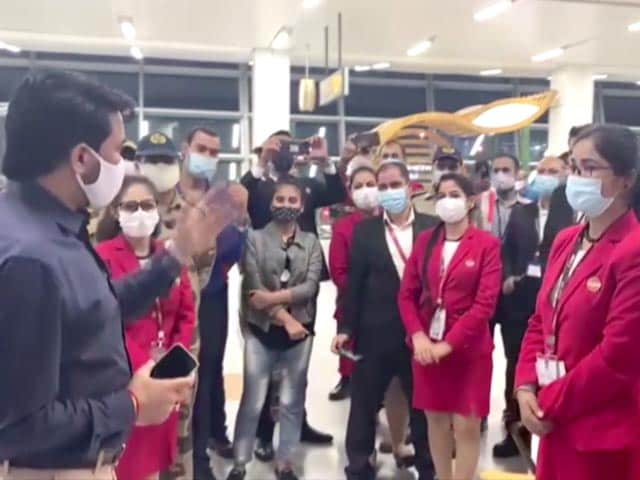 Video : Tokyo Olympics: Rousing Send-Off For Indian Athletes At Delhi Airport
