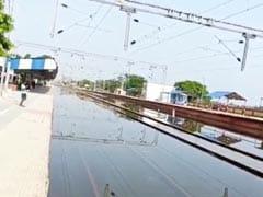 Bihar News : बिहार में बाढ़ केकहर से सगौली नरकटिया गंज रेल परिचालन ठप, कई ट्रेनें की गईं रद्द