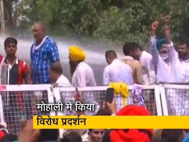 Videos : पंजाब: बिजली संकट पर AAP का प्रदर्शन, पुलिस ने प्रदर्शनकारियों पर की पानी की बौछार