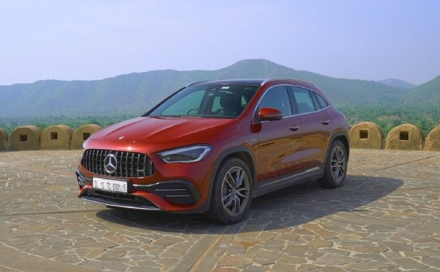 Video : Exclusive: Mercedes-AMG GLA 35 4MATIC Review