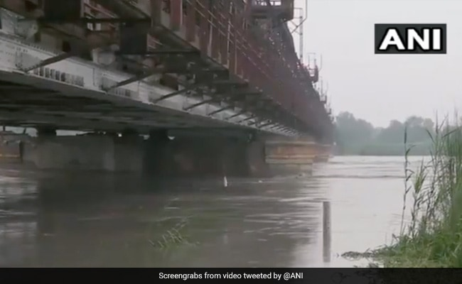 Yamuna River Breaches 'Danger Mark' In Delhi, Alert Issued, People Evacuated