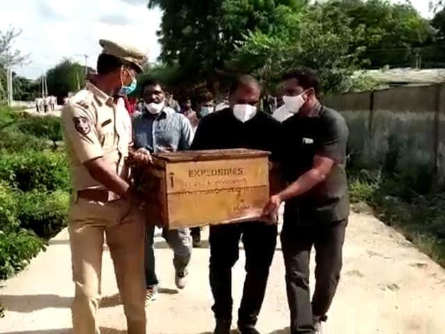Video : 3,000 Detonators, Over 1,000 Gelatin Sticks Seized From An Old Telangana Building