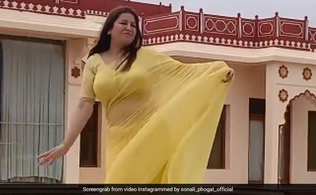 सोनाली फोगाट ने 'टिप-टिप बरसा पानी' सॉन्ग पर यूं किया डांस, वायरल हुआ Video