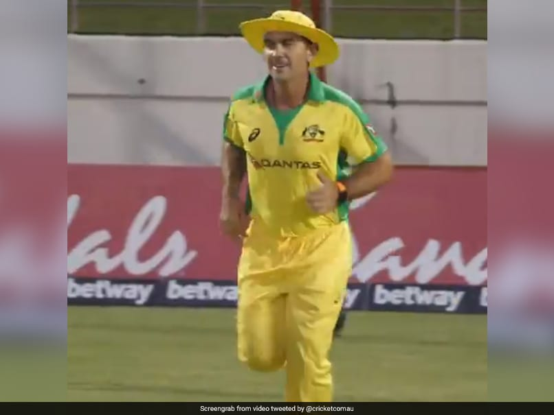 Australia Coach Justin Langer Wears Mitchell Marsh's Kit After 'Losing A Bet'. Watch