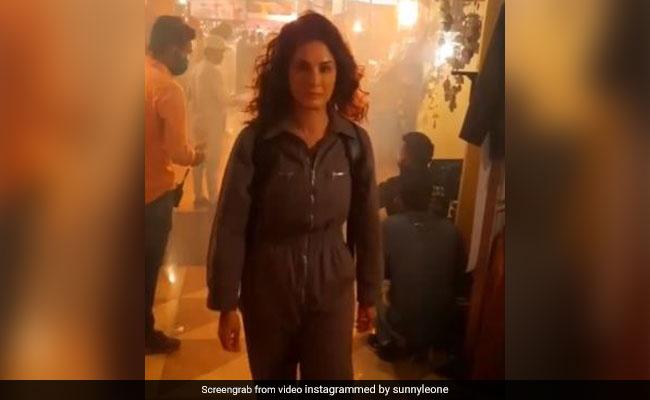 सनी लियोन जाना चाह रही थीं हिल स्टेशन, लेकिन भीड़ देख मुंह लटकाए आईं लौट- देखें Video