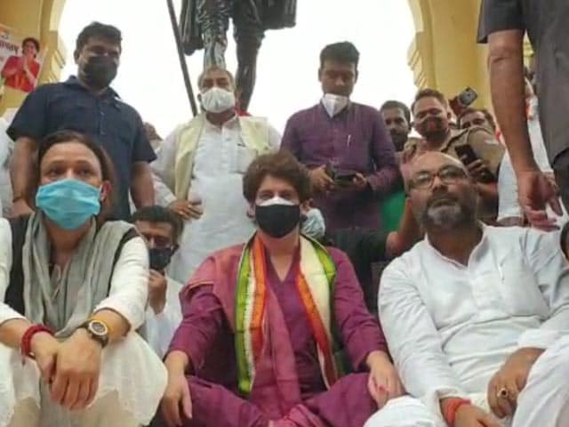Video : Priyanka Gandhi Vadra Stages Silent Protest Against UP Government In Lucknow